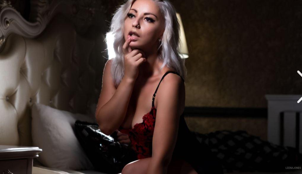 https://www.glamourcams.live/chat/LeenaJones