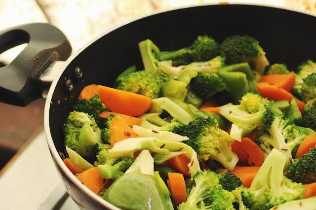 Prepara este salteado de pollo con brócoli, no te arrepentirás!