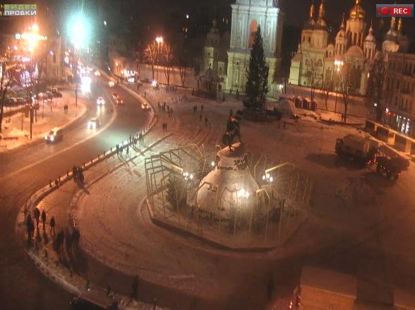 Главная ёлка Киева 2017 заняла свое место