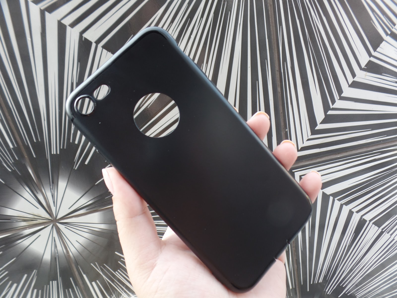 https://www.banggood.com/Bakeey-Ultra-thin-Soft-TPU-Matte-Silicone-Dustproof-Back-Cover-Case-for-iPhone-7-4_7-inch-p-1142946.html?utm_source=seo&utm_medium=organic&utm_campaign=14878842&utm_content=10360