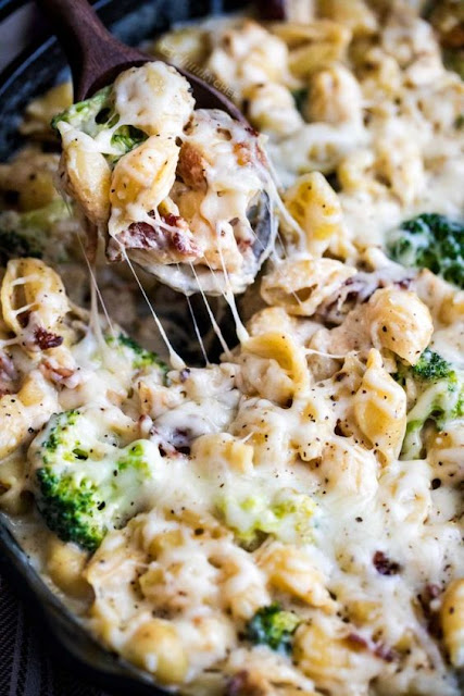 Cheesy Chicken Casserole with Broccoli and Bacon