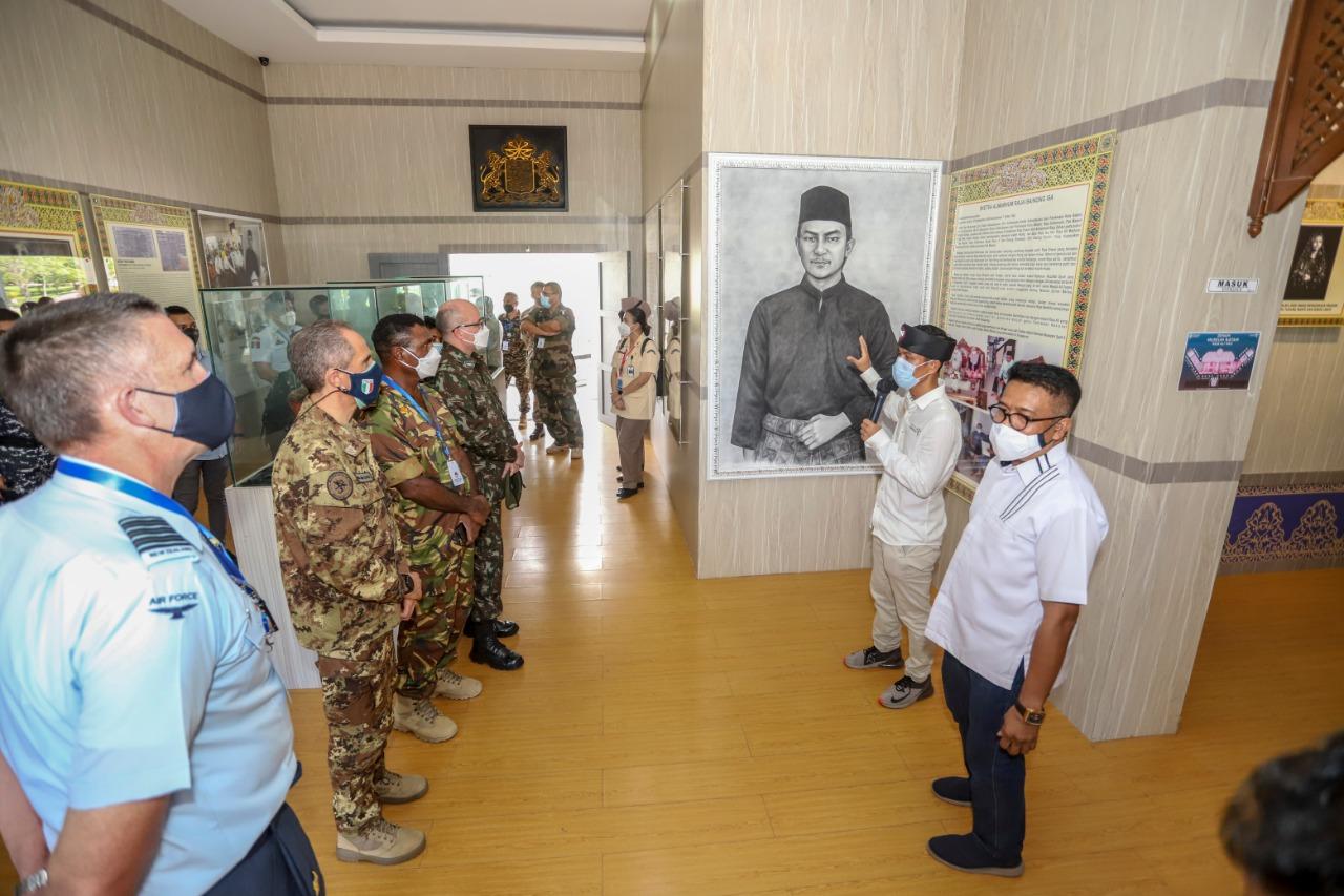 Atase Pertahanan dari 21 Perwakilan Negara Sahabat Mengunjungi Museum Batam Raja Ali Haji