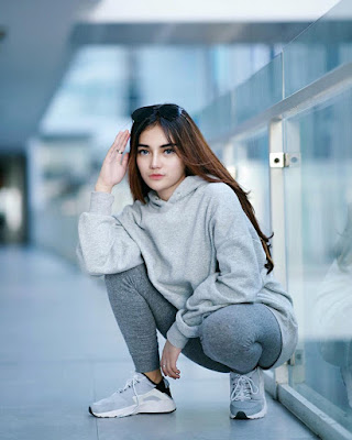Model seksi Buka Jilbab pakai Legging ketat