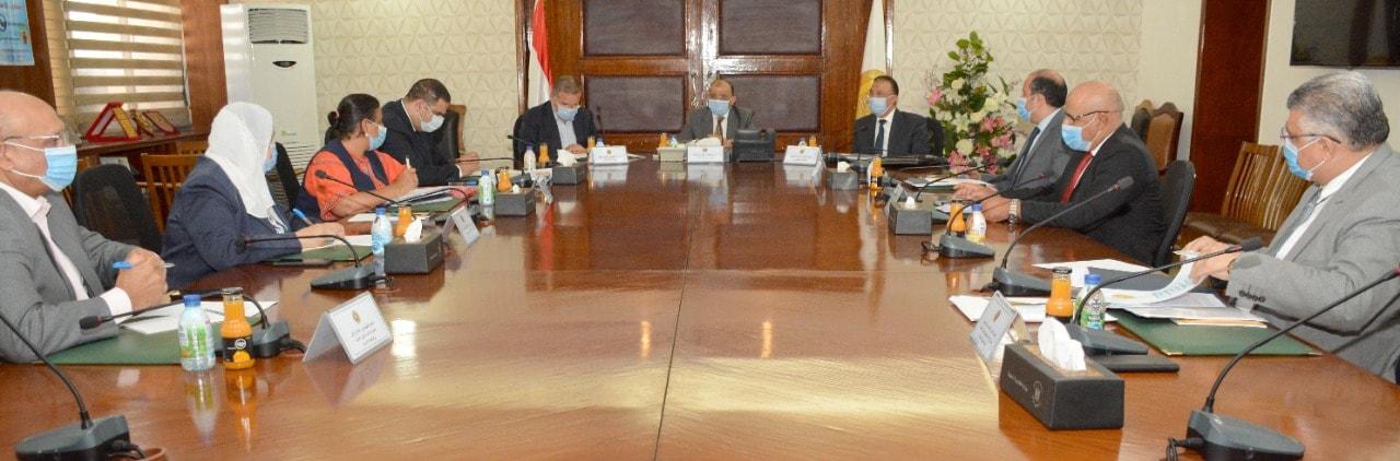 •وزيرا التنمية المحلية وقطاع الأعمال العام يبحثان تطوير منطقة المعمورة بالإسكندرية وتحديد مواقع لمحطات شحن السيارات الكهربائية♦