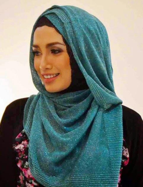 Cara Menggunakan Jibab Azura Style Ala Ussy Sulistiowaty
