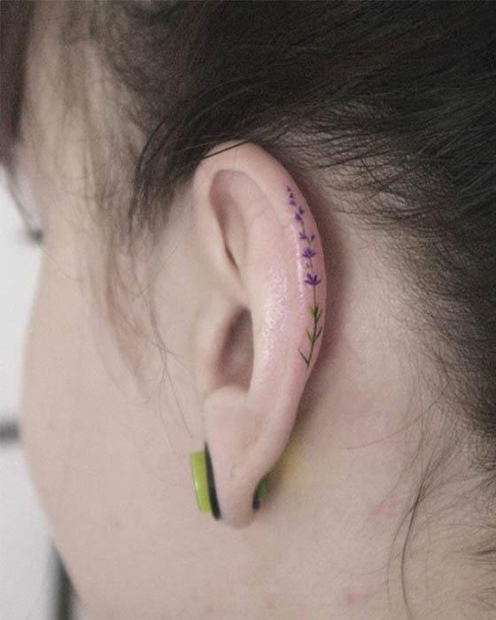 Ideas de tatuajes atrás de la oreja discretos minimalistas