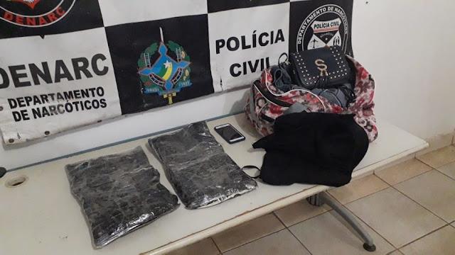 Jovem é presa transportando cocaína presa ao corpo, a droga saiu de Guajará-Mirim