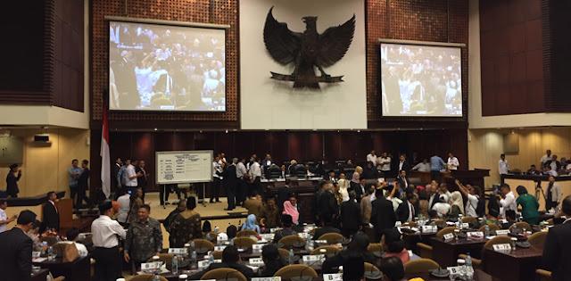 Sujud Syukur La Nyalla Dan Lantunan Salawat Nabi Di Gedung Nusantara
