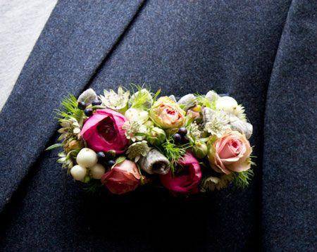 Decoración floral para el bolsillo del traje del novio
