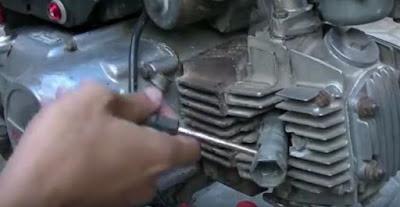Cara Mudah Cek Busi Motor Apa Masih Baik atau Perlu Ganti - AutoExpose