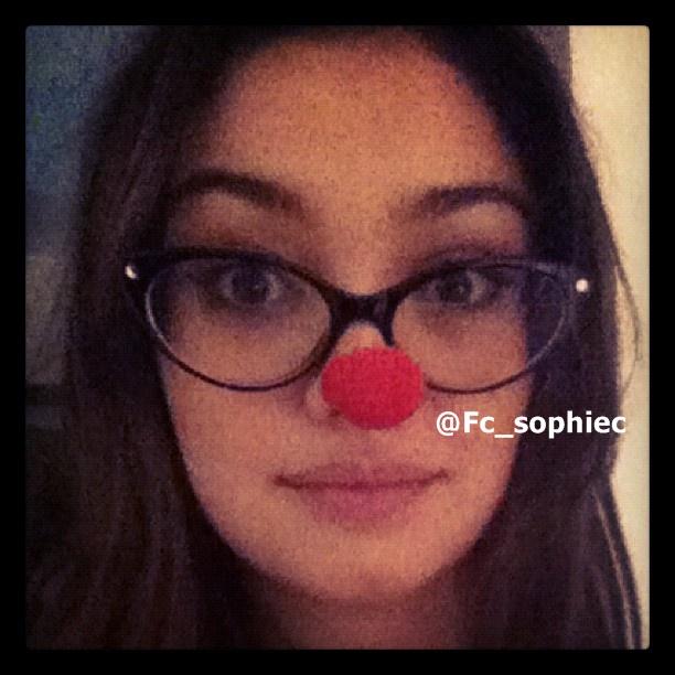 c905c293f54e1 Sophie Charlotte posta foto com oculos e nariz de palhaço - Fã clube ...