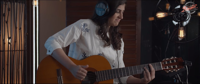 Mairah Khan is a female guitarist in Pakistan and currently playing in Acoustic Station.