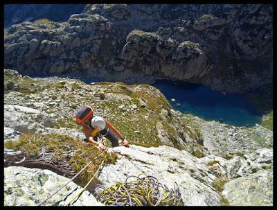 Escalando en el Pic de Artouste, vía Excelsa Veille Sur Toi, Larribet