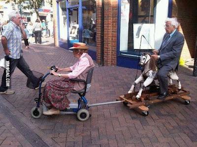 Lustige alte Menschen - Schwiegereltern Besuch witzig