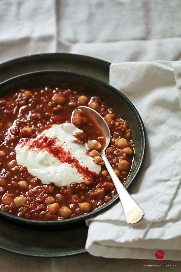 Die 10 besten Rezepte, die Du im Februar kochen kannst! #die_besten #rezepte #auswahl #empfehlung #kochen #schnell #einfach #anleitung #fisch #fleisch #risotto #ottolenlenghi #vegetarisch #entenbrust #skrei #spaghetti #salzzitronen #hummus #ochsenbacken #kichererbsen #eintopf