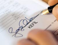 Bir senedin kefile ait bölümünü imzalayan bir kefil