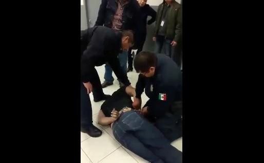 Policías de Cd. Juárez hacen uso excesivo de la fuerza y matan a un hombre durante detención [VIDEO]