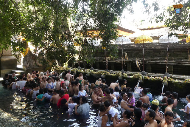 Manantial Tirta Empul - Bali