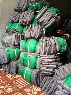 Áo khoác từ thiện màu xanh pha ghi