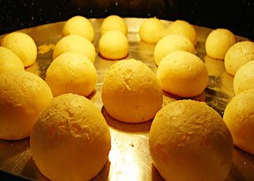 Pão de queijo com tapioca e cream cheese