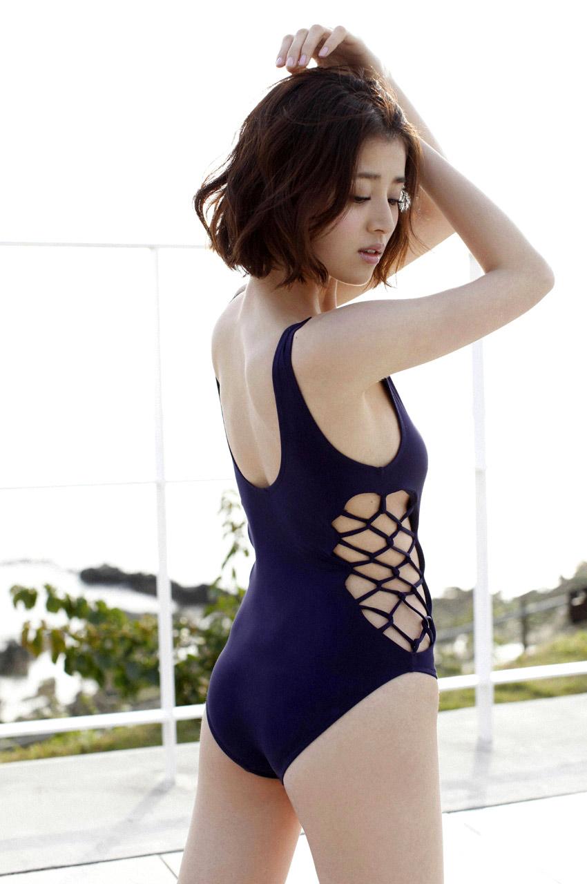 chinami suzuki sexy bikini photos