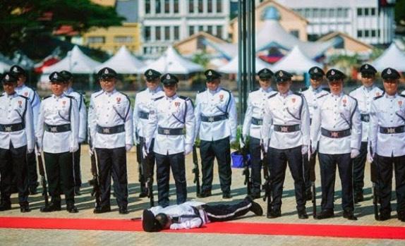 """""""Kejamnya! Kenapa Tak Tolong?"""" - Anggota Tentera Perjelas Isu Pegawai Polis Pengsan Dalam Kawad"""