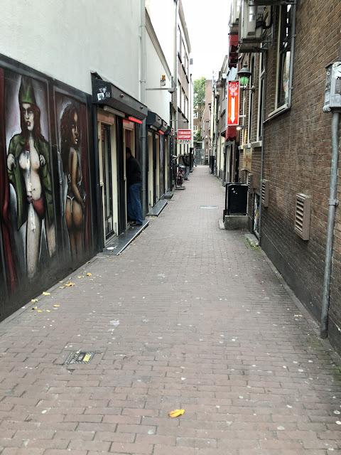 Kurkistus Amsterdamin punaisten lyhtyjen alueelle 1