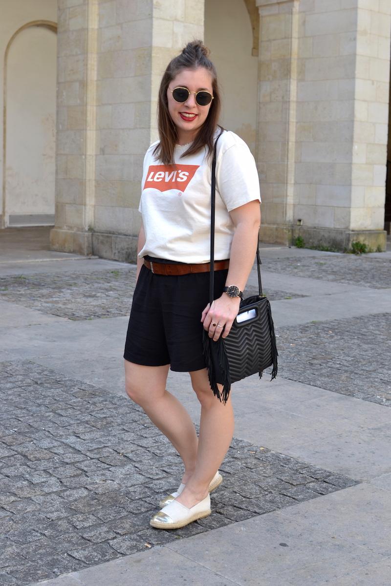 t-shirt levi's homme, short fluide noir H&M, ceinture marron Isabel Marant, lunette de soleil style Ray Ban, sac M de Maje, espadrille doré zara
