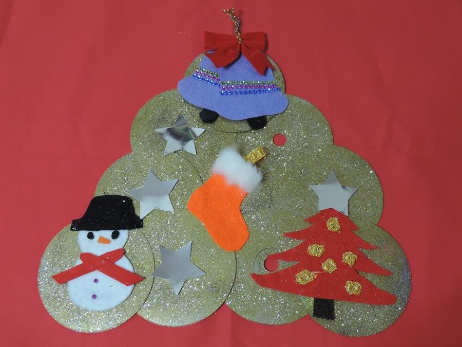 Corona navideña de cd´s reciclados Cosasdecari.blogspot.es