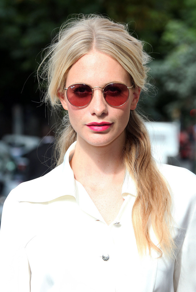 Cl 233 Mence Po 233 Sy Poppy Delevingne Amp More Arrive At Chanel