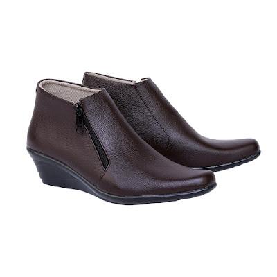 Sepatu Pantofel Boot Wanita Catenzo US 048