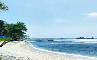 Pantai Kalipat Pasir Putih di Cilacap