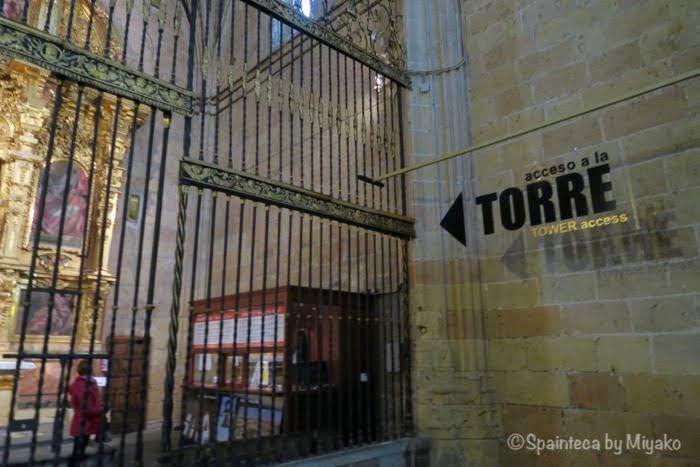 世界遺産セゴビアの大聖堂の塔へ登る入口