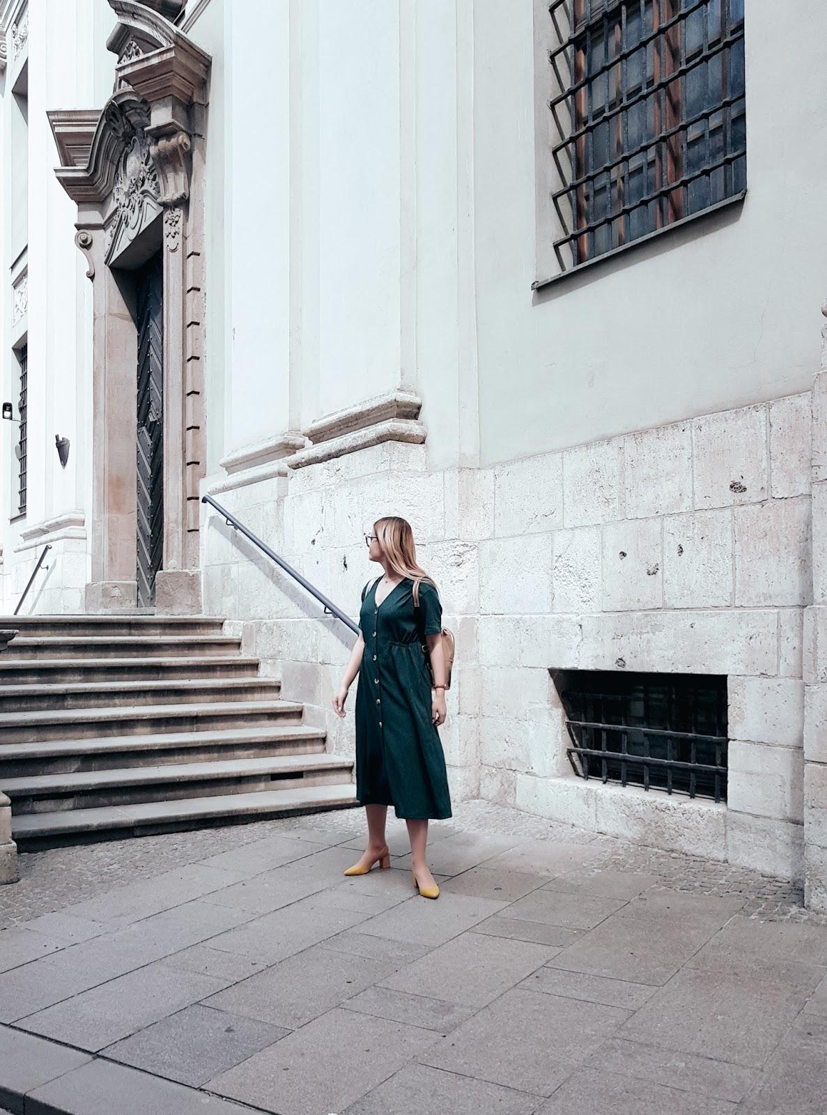 Długa sukienka do pracy. Kraków stare miasto