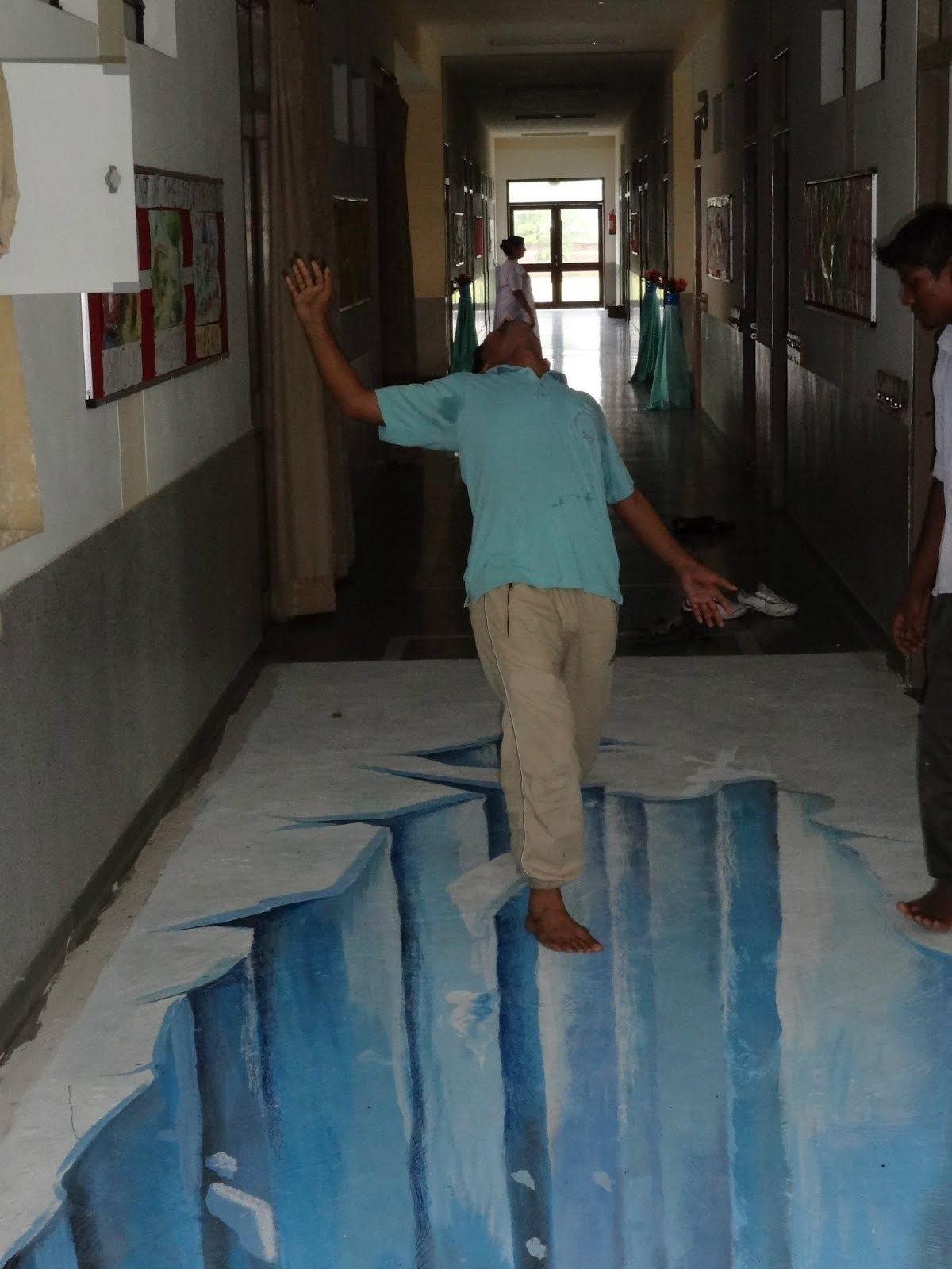 3d Street Painting India An Older 3d Art On Floor Of A