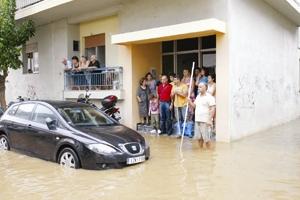 f176fd6e440 «Πνίγηκε» η Καλαμάτα από τη χθεσινή νεροποντή * «Είκοσι χρόνια που έχουμε  χτίσει το σπίτι μας δεν είχαμε πλημμυρίσει ποτέ. Σήμερα (σ.σ.
