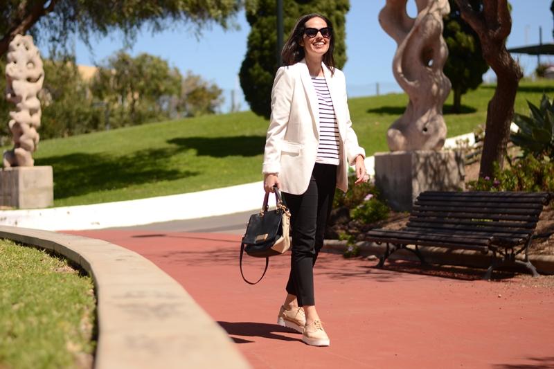 zara-navy-jumper-blazer-bluchers-casual-outfit-street-style