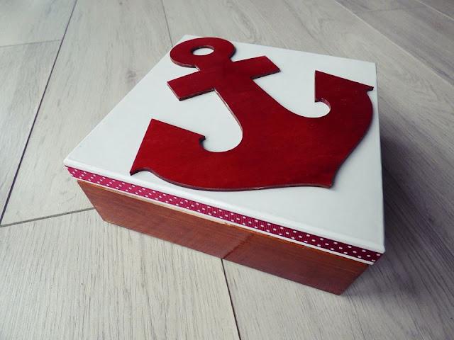 pudełko ozdobione morskim dekorem ze sklejki