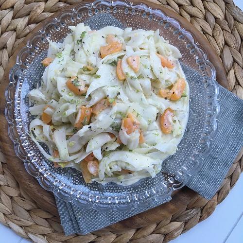 fruchtiger Fenchelsalat in weißer Sauce