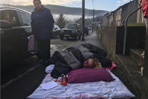 İngiltere'de 6 saat ambulans bekleyen kadın hayatını kaybetti!