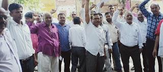 #JaunpurLive : तहसील प्रशासन के खिलाफ लामबंद हुए अधिवक्ता