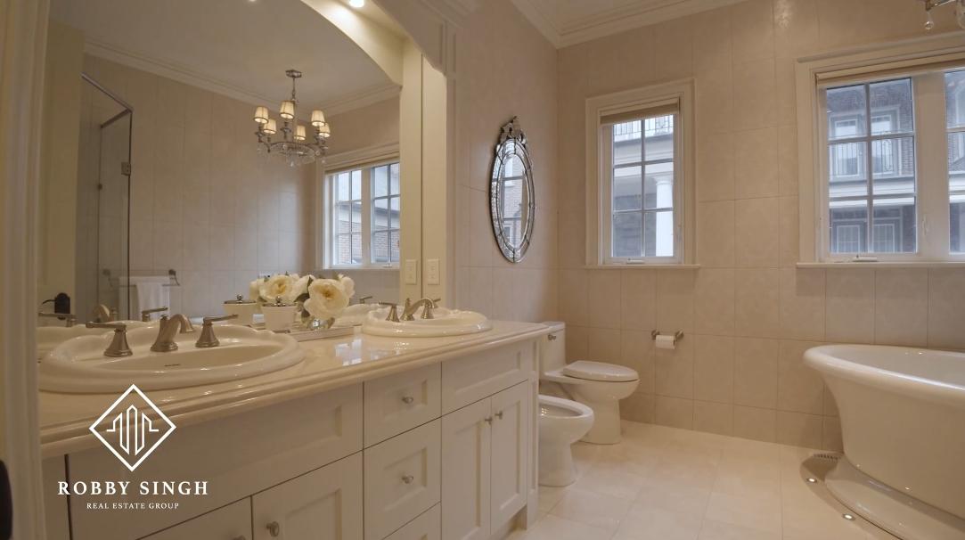 33 Photos vs. 28 Giant Cedars Ct, King, ON Interior Design Luxury Home Tour