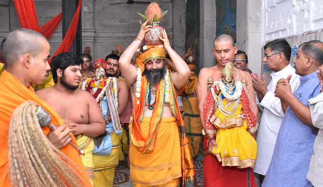 Lord Siddhada Ashram, Lord, God's procession came out to give a glimpse to the devotees