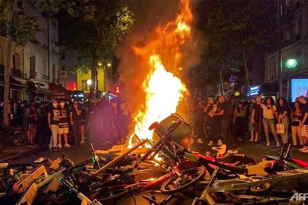 Pria Kulit Hitam Tewas Ditahan Polisi, Aksi Protes Pecah di Paris