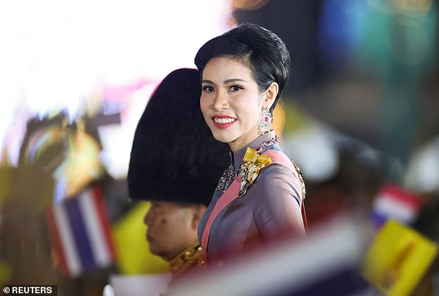 selir raja thailand Sineenat Wongvajirapakdi