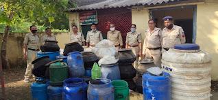 आबकारी विभाग ने दबिश देकर जप्त की 127 लीटर महुआ शराब !aabakari vibhag ne dabish dekar japt ki 127 litae mahuaa sarab