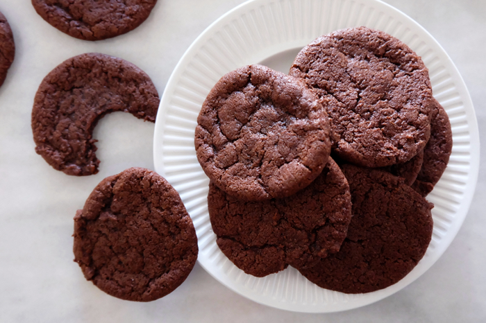 plated chocolate wafer cookies