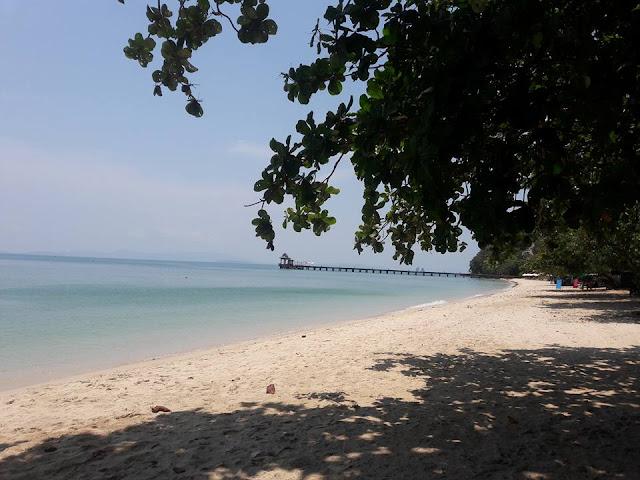 อ่าวโล๊ะปาเหรดเป็นอ่าวที่มีชื่อเสียงในเกาะยาว มีกิจกรรม เช่น เล่นน้ำ ตกปลาที่สะพานปลาด้านทิศเหนือของอ่าวโล๊ะปาเหรด
