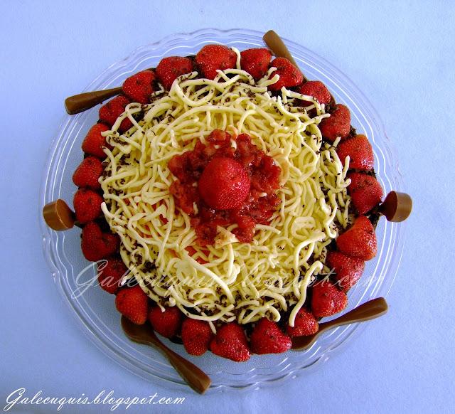 Tarta chocolate y fresas