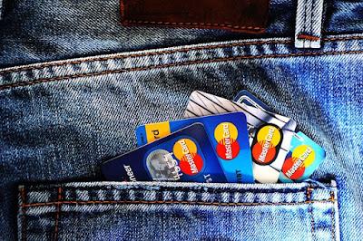 En cumulant les offres de parrainage, vous allez aussi cumuler les cartes bancaires !